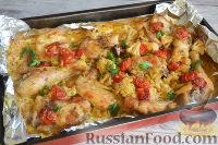Фото к рецепту: Курица, запеченная с цветной капустой, под соусом песто