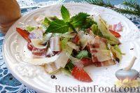 Фото к рецепту: Салат с клубникой, сыром и сырокопченым мясом