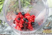Фото приготовления рецепта: Ягодный смузи с мороженым - шаг №2