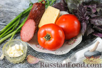 """Фото приготовления рецепта: Салат """"Гусарский"""" с колбасой и помидорами - шаг №1"""