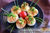 Фото к рецепту: Яйца, фаршированные кальмаром