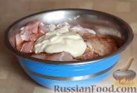 Фото приготовления рецепта: Курица в маринаде из майонеза и соевого соуса - шаг №3