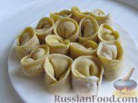 Фото приготовления рецепта: Равиоли с мясом и сыром - шаг №8