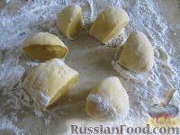 Фото приготовления рецепта: Равиоли с мясом и сыром - шаг №4
