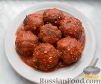Фото к рецепту: Мясные тефтели с рисом и овощами в томатном соусе