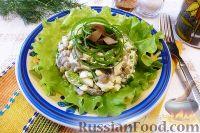 Фото к рецепту: Салат с грибами, яйцами и горошком