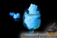 Фото приготовления рецепта: Светящийся коктейль - шаг №4