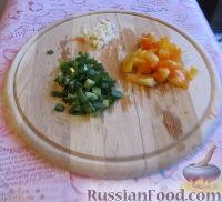 Фото приготовления рецепта: Суп с курицей, овощами и яйцами - шаг №6