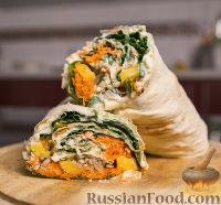 Фото к рецепту: Овощной рулет из лаваша с адыгейским сыром