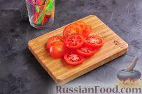 Фото приготовления рецепта: Канапе с колбасой и сыром - шаг №5