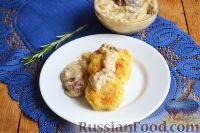 Фото к рецепту: Картофельные котлеты с грибным соусом