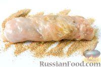 Фото приготовления рецепта: Куриный рулет с сыром и укропом - шаг №9