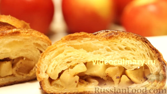 Пирожки с яблоками из слоеного дрожжевого теста