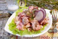 Фото к рецепту: Салат с сельдью и свеклой