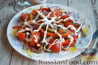 Фото к рецепту: Салат с языком и маринованными огурцами