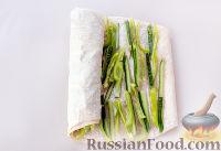 Фото приготовления рецепта: Рулет из лаваша с сыром и колбасой - шаг №8