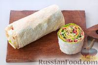 Фото приготовления рецепта: Рулет из лаваша с сыром и колбасой - шаг №10