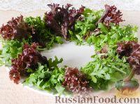 """Фото приготовления рецепта: Салат """"Новогодний венок"""" - шаг №8"""