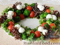 """Фото приготовления рецепта: Салат """"Новогодний венок"""" - шаг №10"""