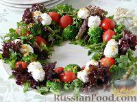 """Фото приготовления рецепта: Салат """"Новогодний венок"""" - шаг №11"""
