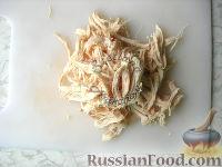 """Фото приготовления рецепта: Салат """"Браво"""" c пикантной заправкой - шаг №4"""