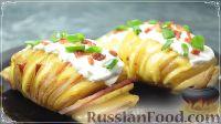 Фото к рецепту: Картошка-гармошка, запеченная в духовке,  с беконом и сыром