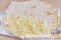 Фото приготовления рецепта: Кесадилья с курицей и сыром - шаг №8