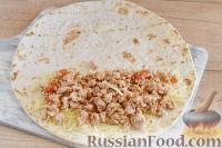 Фото приготовления рецепта: Кесадилья с курицей и сыром - шаг №9
