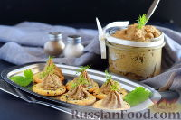 Фото к рецепту: Паштет из куриной печени и грибов