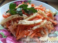 Фото к рецепту: Салат из кальмара с морковью по-корейски