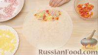Фото приготовления рецепта: Энчилада с ветчиной, сыром и сладким перцем - шаг №12
