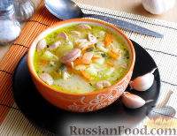 Фото к рецепту: Суп с сосисками, вермишелью и плавленым сыром
