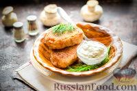 Фото к рецепту: Картофельно-грибные котлеты со сметанным соусом