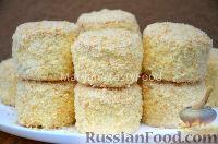 Фото к рецепту: Бисквитные пирожные с масляным кремом
