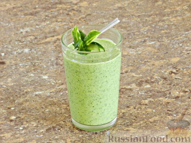 Освежающий смузи из огурцов с зеленым горошком и мятой