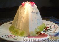 Фото к рецепту: Творожная пасха с изюмом, черносливом и цукатами