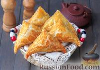 Фото к рецепту: Слоеные пирожки с курицей и картофелем