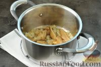 Фото приготовления рецепта: Суп с грибами и голубым сыром - шаг №6