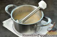 Фото приготовления рецепта: Суп с грибами и голубым сыром - шаг №8