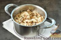 Фото приготовления рецепта: Суп с грибами и голубым сыром - шаг №9