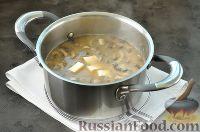 Фото приготовления рецепта: Суп с грибами и голубым сыром - шаг №10