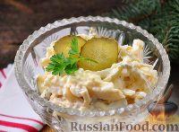 Фото к рецепту: Салат с кальмарами и маринованными огурцами