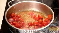 Фото приготовления рецепта: Спаггети с курицей и помидорами черри - шаг №11