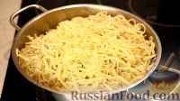 Фото приготовления рецепта: Спаггети с курицей и помидорами черри - шаг №16