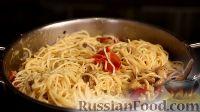 Фото приготовления рецепта: Спаггети с курицей и помидорами черри - шаг №17