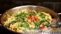 Фото приготовления рецепта: Спаггети с курицей и помидорами черри - шаг №19