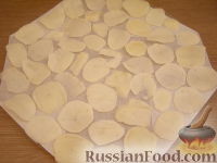 Фото приготовления рецепта: Картофельные чипсы в микроволновке - шаг №2