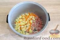 Фото приготовления рецепта: Куриный суп с красной чечевицей (в мультиварке) - шаг №4
