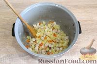 Фото приготовления рецепта: Куриный суп с красной чечевицей (в мультиварке) - шаг №5