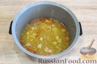 Фото приготовления рецепта: Куриный суп с красной чечевицей (в мультиварке) - шаг №8